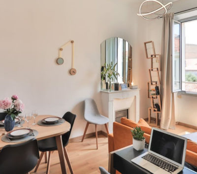 airbnb cannes bibliotheque Kao miroir-pendule drugeot