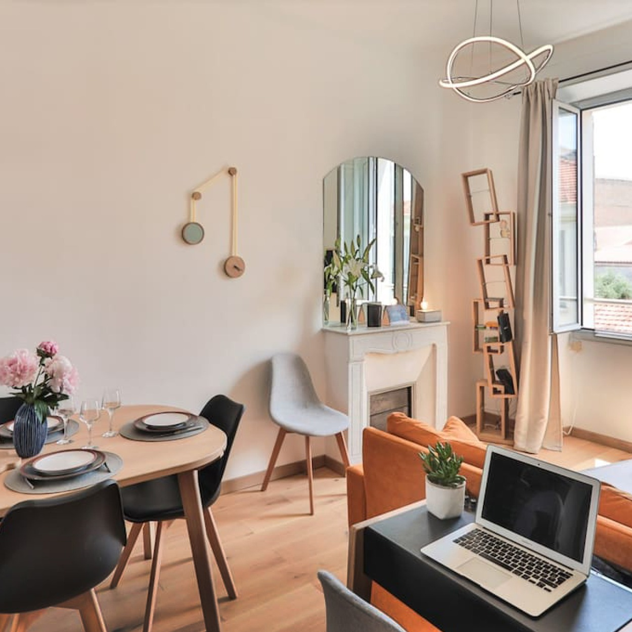 airbnb cannes bibliotheque Kao miroir-pendule drugeot manufacture