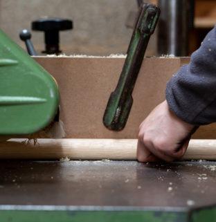 atelier menuiserie ébénisterie France Maine et Loire travail bois massif chêne naturel