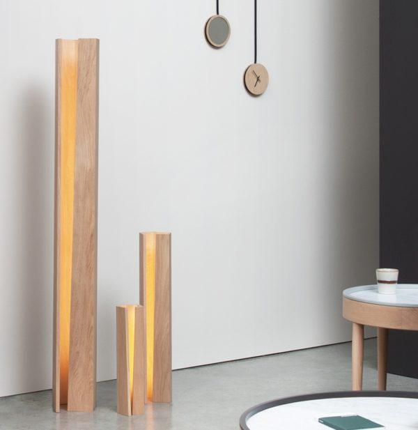 lampe design lumière tamisée maison architecte décoration intérieure petit miroir horloge mural tasse céramique plancher marbre