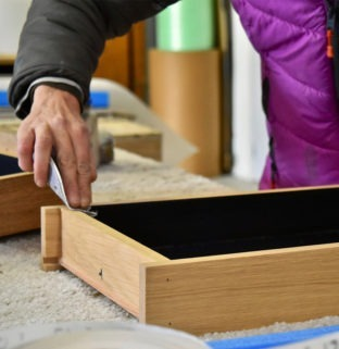 lissage bois massif woodworking artisan menuisier ébéniste français création meuble design en chêne clair