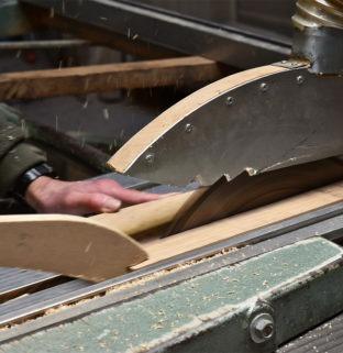 machine industrielle découpe bois chêne massif atelier du Drugeot meuble écologique durable haut de gamme
