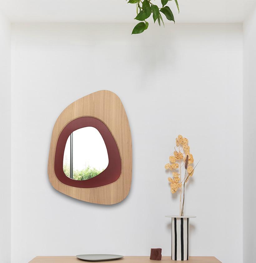 miroir original forme galet rouge idée de décoration intérieure chaleureuse déco minimaliste vase soliflore