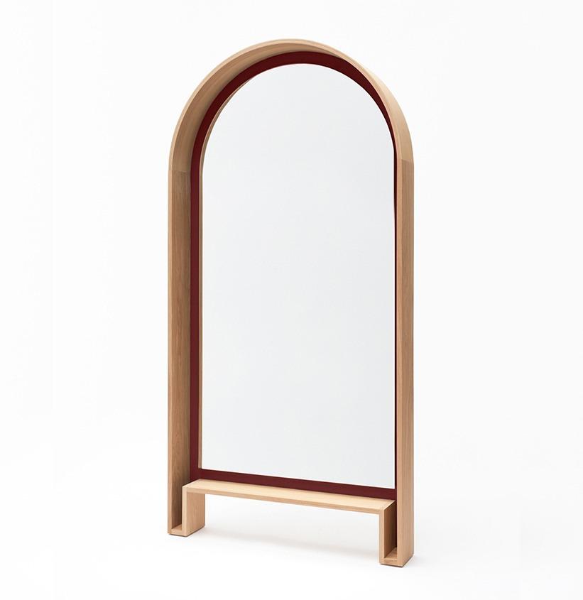 grand miroir sur pieds design en bois Bipède rouge foncé citadelle