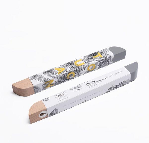 Toucan packaging design emballage patère en bois tendance carton typographie jaune illustration noir blanc chêne clair Drugeot