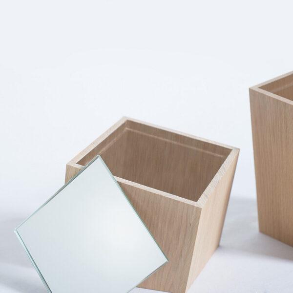 grande boîte à bijoux en bois massif chêne clair naturel rangement collier bracelets vide poche petit miroir pratique design tendance