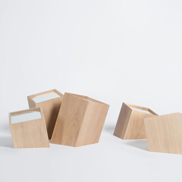 boîte à bijoux en bois naturel design minimaliste intemporel ligne sobre géométrique accessoire décoration intérieure claire rangement bijou pratique